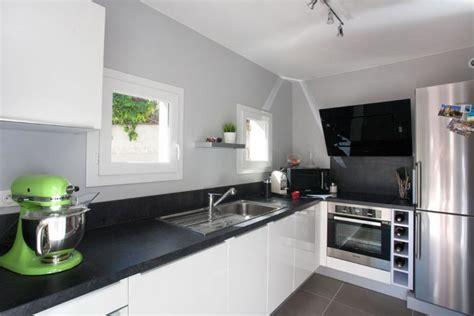 cuisine moderne blanche et bois davaus decoration cuisine noir et blanche avec des