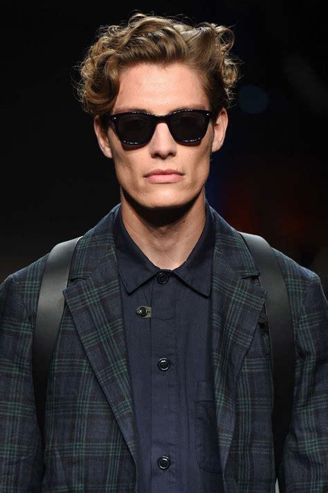 gaya keren  solid   model rambut pria terbaru