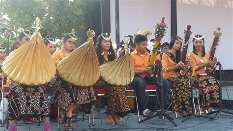 Garatung diklasifikasikan sebagai salah satu alat musik dalam kelompok idiophone yang terbuat dari bahan logam; Berasal Dari Daerah Manakah Alat Musik Sasando - Berbagai Alat