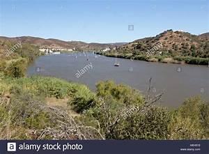 Fluss In Portugal : portugal algarve alcoutim stockfotos portugal algarve alcoutim bilder seite 2 alamy ~ Frokenaadalensverden.com Haus und Dekorationen