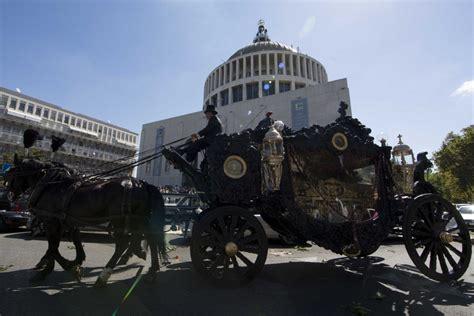 carrozze funebri roma funerale trionfale per vittorio casamonica con