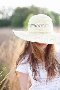 Le plus beau chapeau de paille en 60 photos robe for Robe de cocktail combiné avec chapeau paille blanc