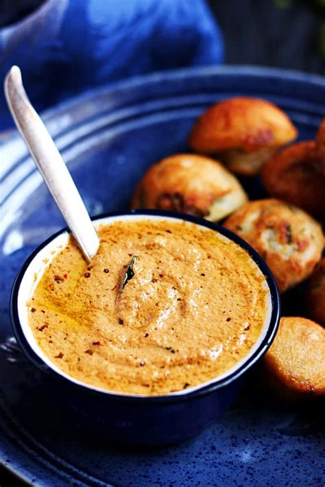 Red coconut chutney recipe, coconut chutney with red chillies
