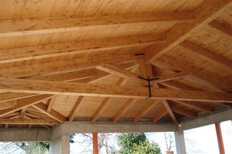 tetto a padiglione in legno tetto in lamellare di abete ginesina legnami