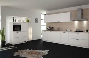 floor design weiße küchen im trend musterhaus küchen fachgeschäft