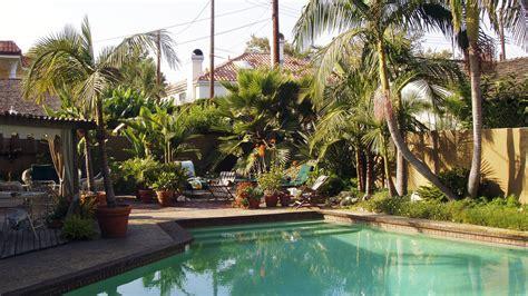 tropical back yards how to design a lush tropical retreat sunset magazine sunset magazine