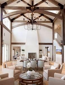 poutres en bois dans le salon pour un decor chaleureux With idee deco plafond poutre