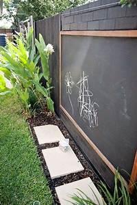 Spielplatz Für Garten : spielplatz f r kinder im garten kreidetafel an dem zaun befestigt haus garten garten ideen ~ Eleganceandgraceweddings.com Haus und Dekorationen
