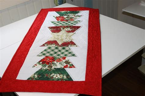 you have to see christmas table runner by joanly
