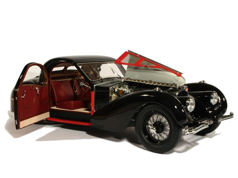 1:12 bugatti type 57sc atalante 1937 in order to be able to do justice to this both technical and design legend of automobile architecture, we at bauer have used the finest model art and the highest precision. 1:12-Bugatti Atalante Type 57 SC-1937-crno-crveni-Bauer Exclusive
