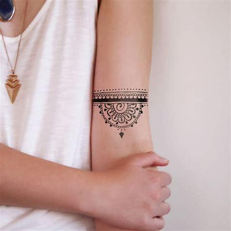 tatouage mandala dotwork  craque pour  tatouage