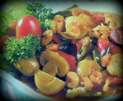 Meskipun berasal dari eropa, sosis kini populer di dunia. Resep Tumis Udang Sosis Jamur | Resep Masakan Indonesia Praktis