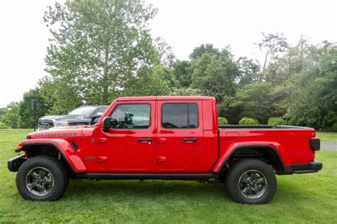 2020 jeep gladiator bed size 2020 jeep gladiator makes the most of its bed size