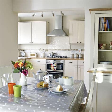 Neutral Kitchendiner  Kitchen Ideas Image