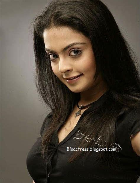 malayalam serial actress praveena exposing hot holidays oo