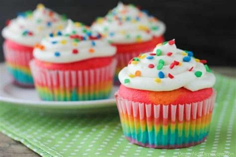 Resep bolu pelangi (rainbow cake) kukus yang lembut dan enak bahannya adalah 150 gr tepung terigu pro sedang 150 gr gula. resep-bolu-kukus-pelangi - Mixer Roti