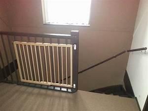 Barriere De Securite Escalier : l 39 escalier avec barri re de s curit pour enfants ~ Melissatoandfro.com Idées de Décoration