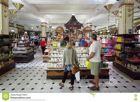 magasin de culture interieur harrods department store interior candies and area in editorial photography