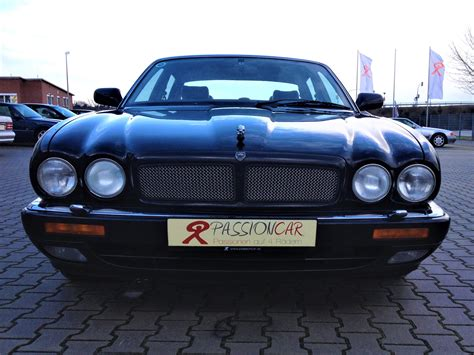 Power recline, height adjustment, cushion extension, fore/aft movement and cushion tilt. this video is al about the Jaguar XJR X300 review testdrive