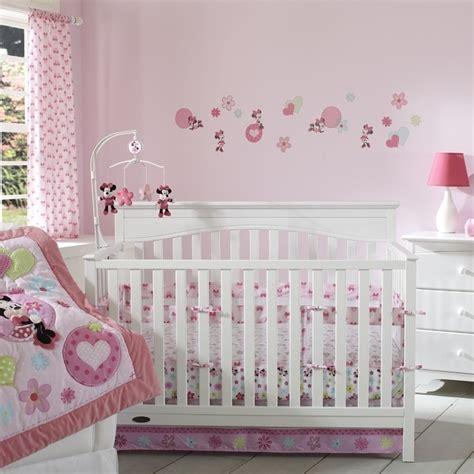 décoration murale chambre bébé fille chambre bébé fille embellir l espace de notre bébé 24 idées