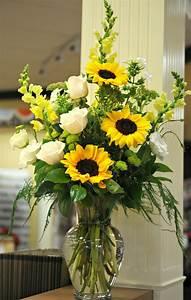 Beautiful arrangement... Sunflowers, white roses, yellow ...
