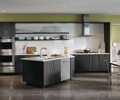grey maple kitchen cabinets gray kitchen cabinets kemper cabinetry 4083