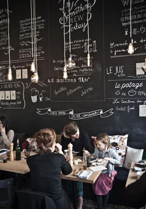 cuisine ardoise design mur ardoise avec jolies typos dessinées déco café