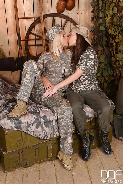European Lesbians Subil Arch And Tracy Gold Fucking In