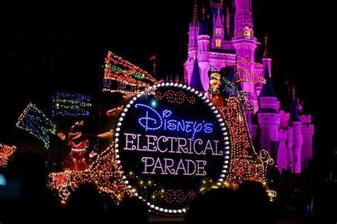 light parade disneyland disney s electrical parade to be no more