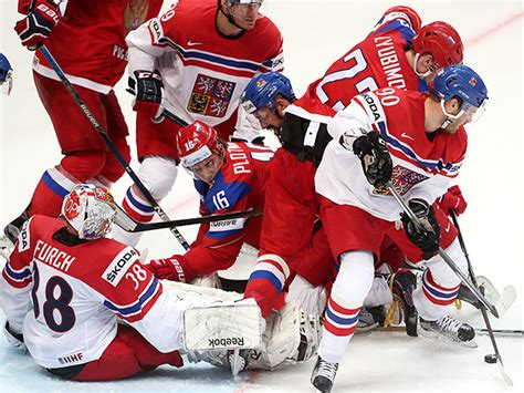 В группе a россия обыграла чехию 4:3 благодаря победной шайбе за 20 чемпионат мира по хоккею. Россия Чехия Хоккей Фото