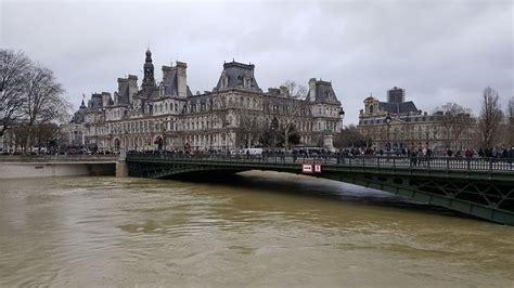 l 馗ole de la chambre syndicale de la couture parisienne réactions syndicales aux inondations et responsabilité syndicale