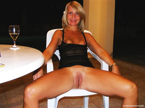 Mature Shaved Flashing Her Amateur Pussy Mature Porn And