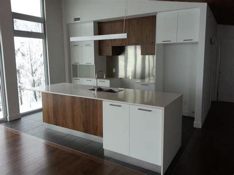 cuisine contemporaine blanche et bois maisons la prise