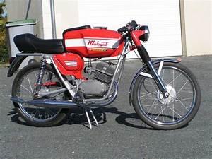 A Quel Age Peut On Conduire Une Moto 50cc : malaguti fin de restauration citro rouge et vert ~ Medecine-chirurgie-esthetiques.com Avis de Voitures