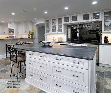 kitchen backsplash photos white cabinets pearl white shaker style kitchen cabinets omega