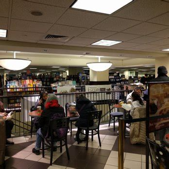 barnes and noble 5th ave barnes noble booksellers 72 photos 105 reviews