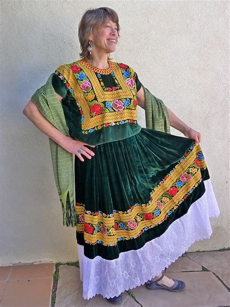 Mexican Embroidered huipil blouse & skirt | Traje de ...
