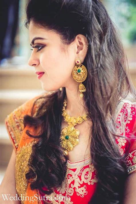 indian bride wearing bridal lehenga  jewelry indian