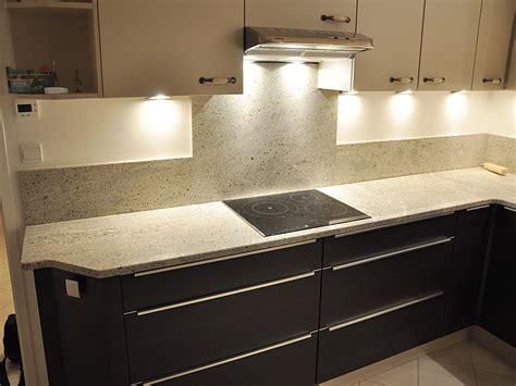 plan de cuisine granit intérieur granit plan de travail en granit kashmir white