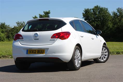 vauxhall astra vauxhall astra hatchback 2009 2015 photos parkers