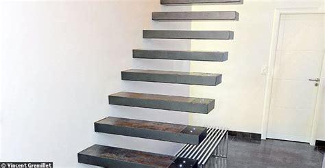 escalier suspendu sans limon apparent