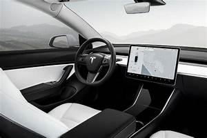 Interior Tesla Model 3 Indonesia : Tesla Model 3's Premium Interior audio turns the car into ...
