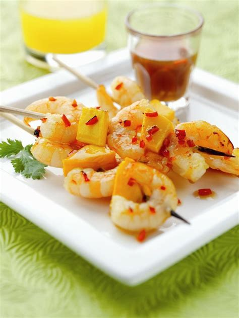 dip canapes chilli mango and prawns skewers with a mango dip
