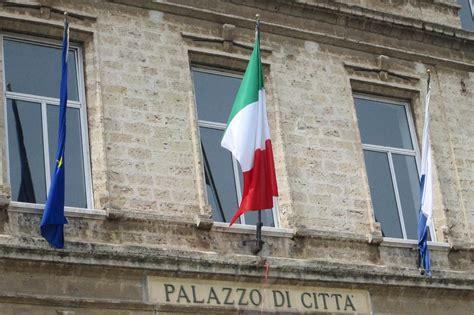 Comune Di Trani Ufficio Tecnico by Architetto Ufficio Tecnico Intimidazione Carnago Ufficio