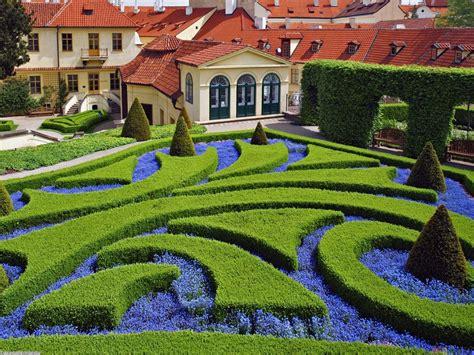 Beautiful Gardens  Azee