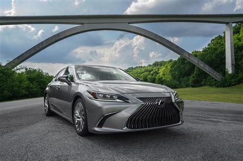 lexus es   drive review automobile magazine