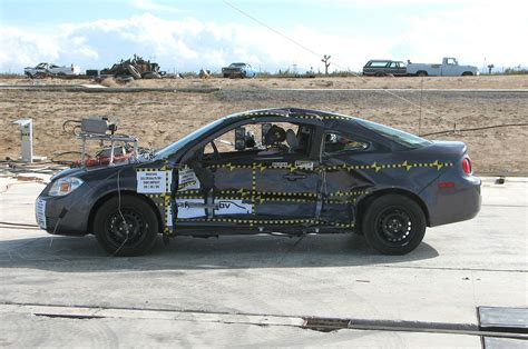 crash test si鑒e auto how nhtsa missed the gm ignition switch defect photo gallery motor trend