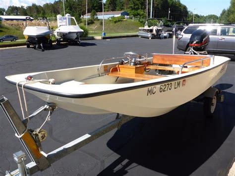 Boston Whaler Deck Boats by 1982 Used Boston Whaler 130 Sport Deck Boat For Sale