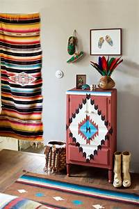 Papier Deco Meuble : motif indien peint sur un meuble marie claire ~ Teatrodelosmanantiales.com Idées de Décoration