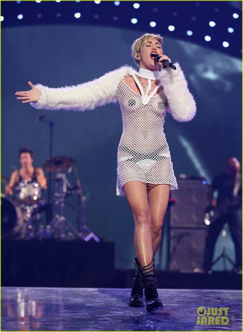 miley cyrus sings wrecking ball   nude outfit